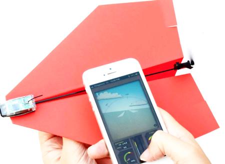 ドローンより簡単?スマホで紙飛行機を操作出来る「PowerUp 3.0」