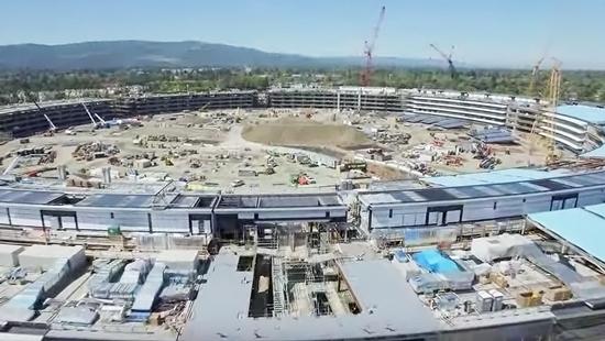 まるで巨大スタジアム?Appleの新本社社屋建設現場の今
